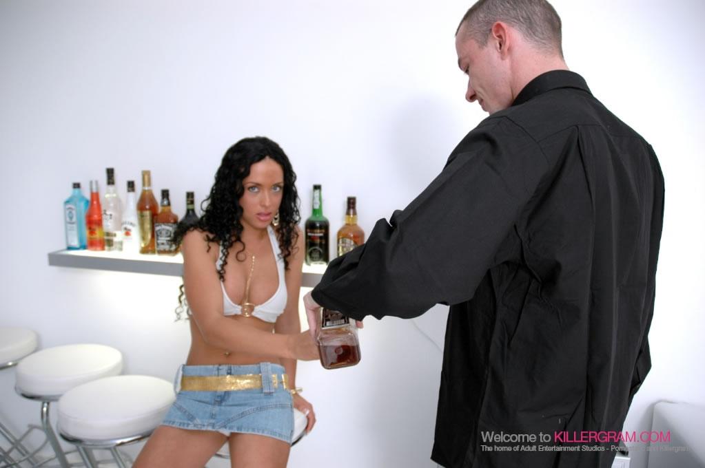 Anaya Leon - Banging In the Club