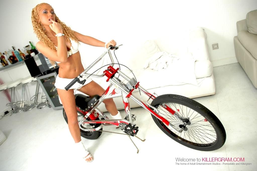 Anaya Leon - Let's Do G Rider Workout