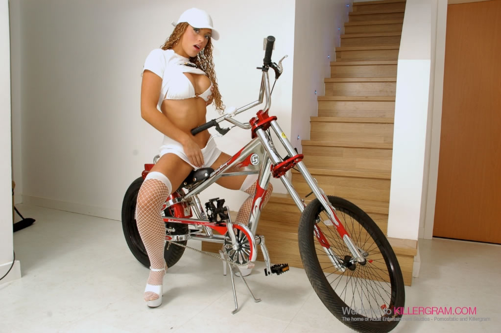 Anaya Leon - She is The Boss Rider