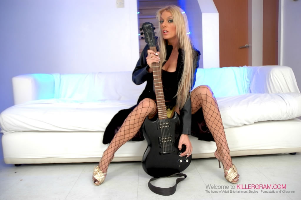 Antonia Deona - A Blonde Rock Chick