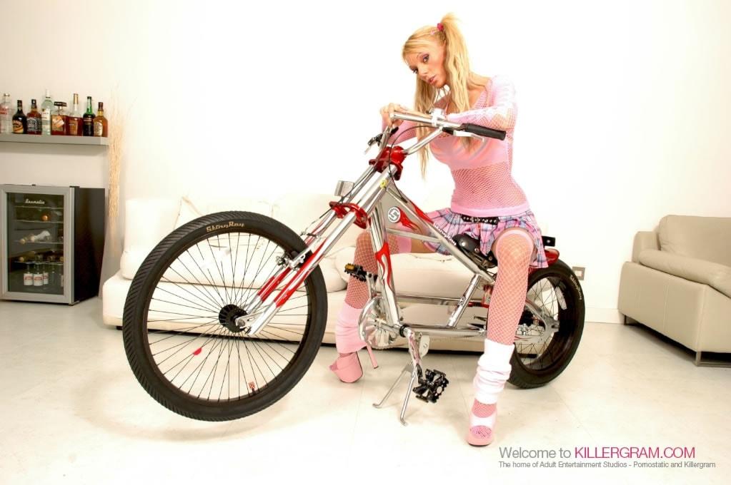 Antonia Deona - Blonde Hard Rider