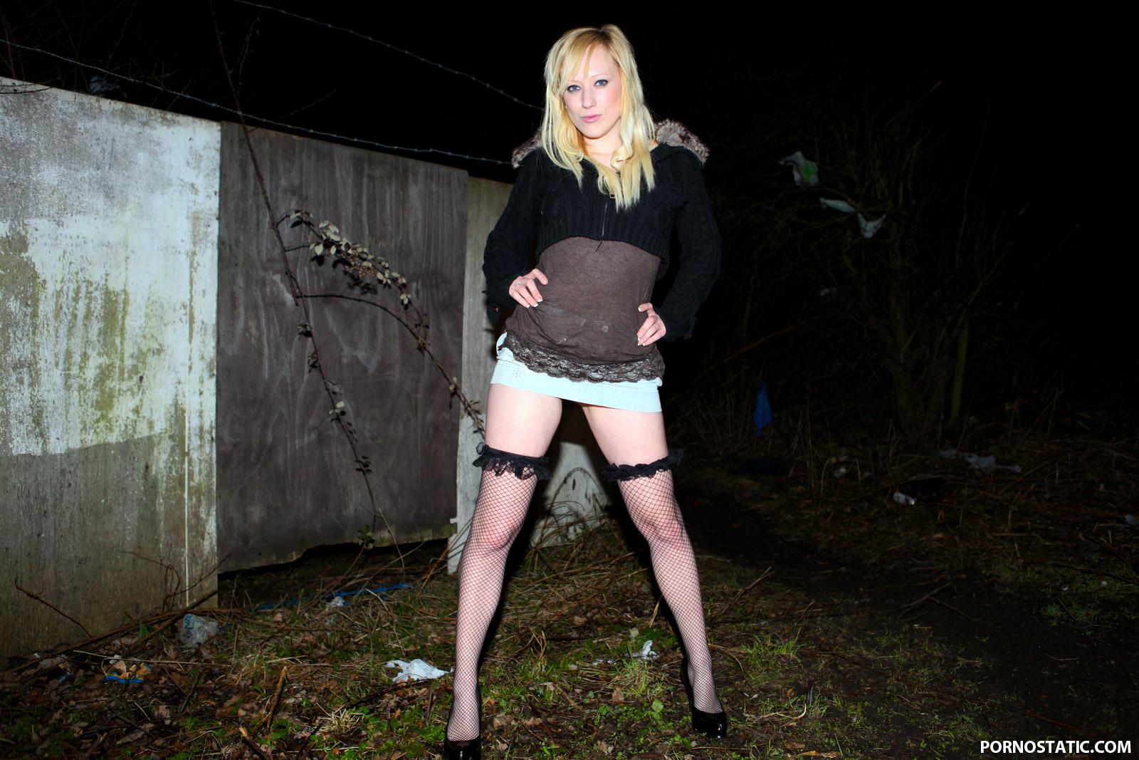 Axa Jay - Blonde Dogging Virgin