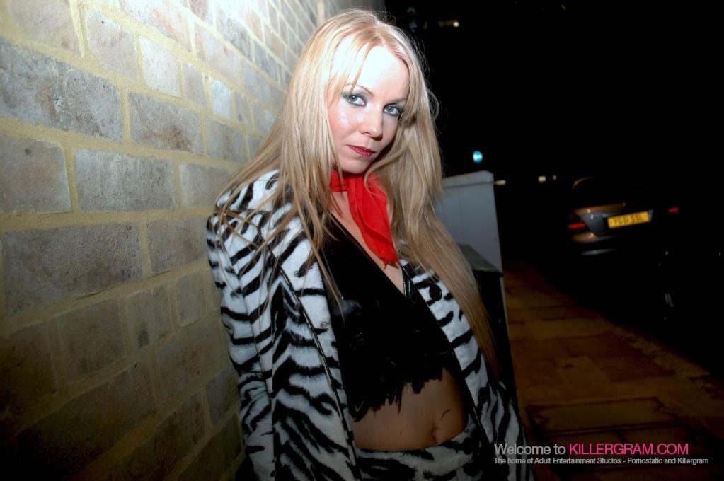 Carolina De Lys - She Fucks for Cash