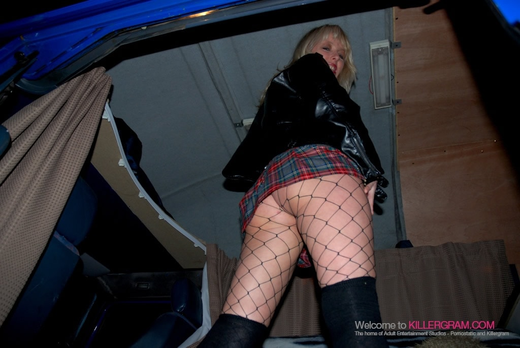 Crystal Evans - She Loves Dogging