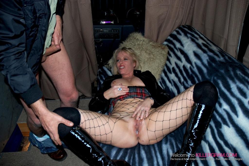 Crystal Evans - She Loves Dogging