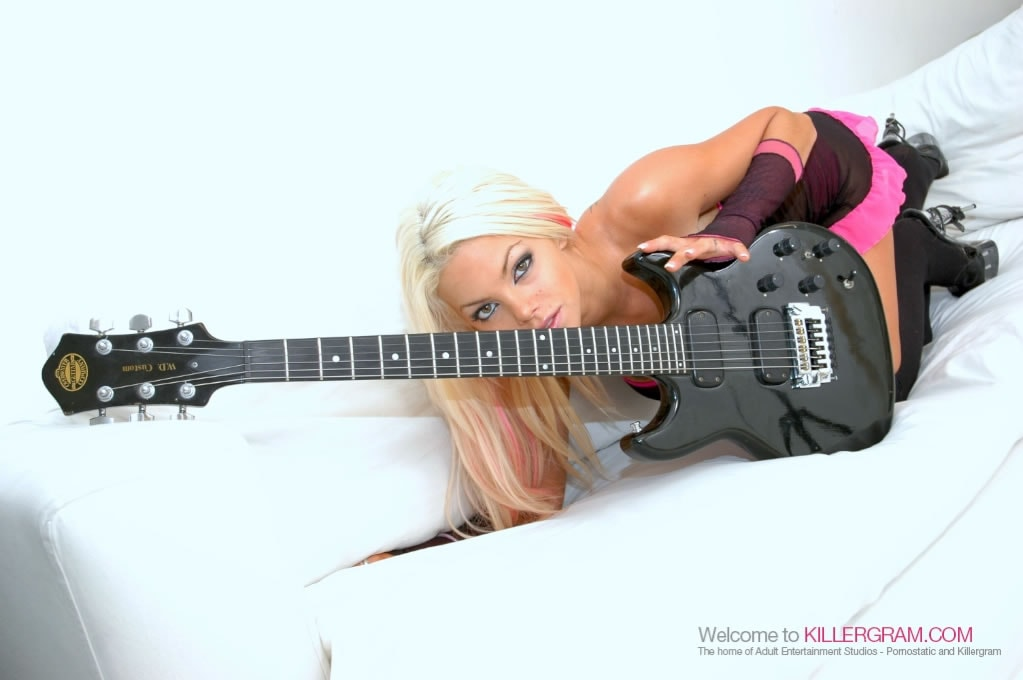 Delta White - A Blonde Rock Chick Hottie