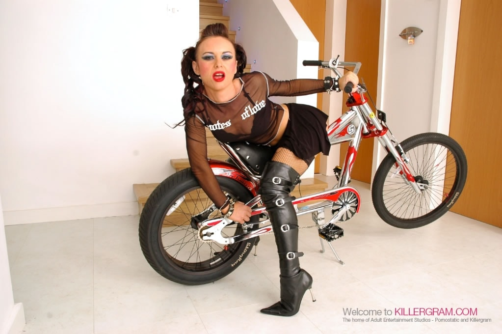 Elizabeth M Lawrence - One Hard Assed G Rider