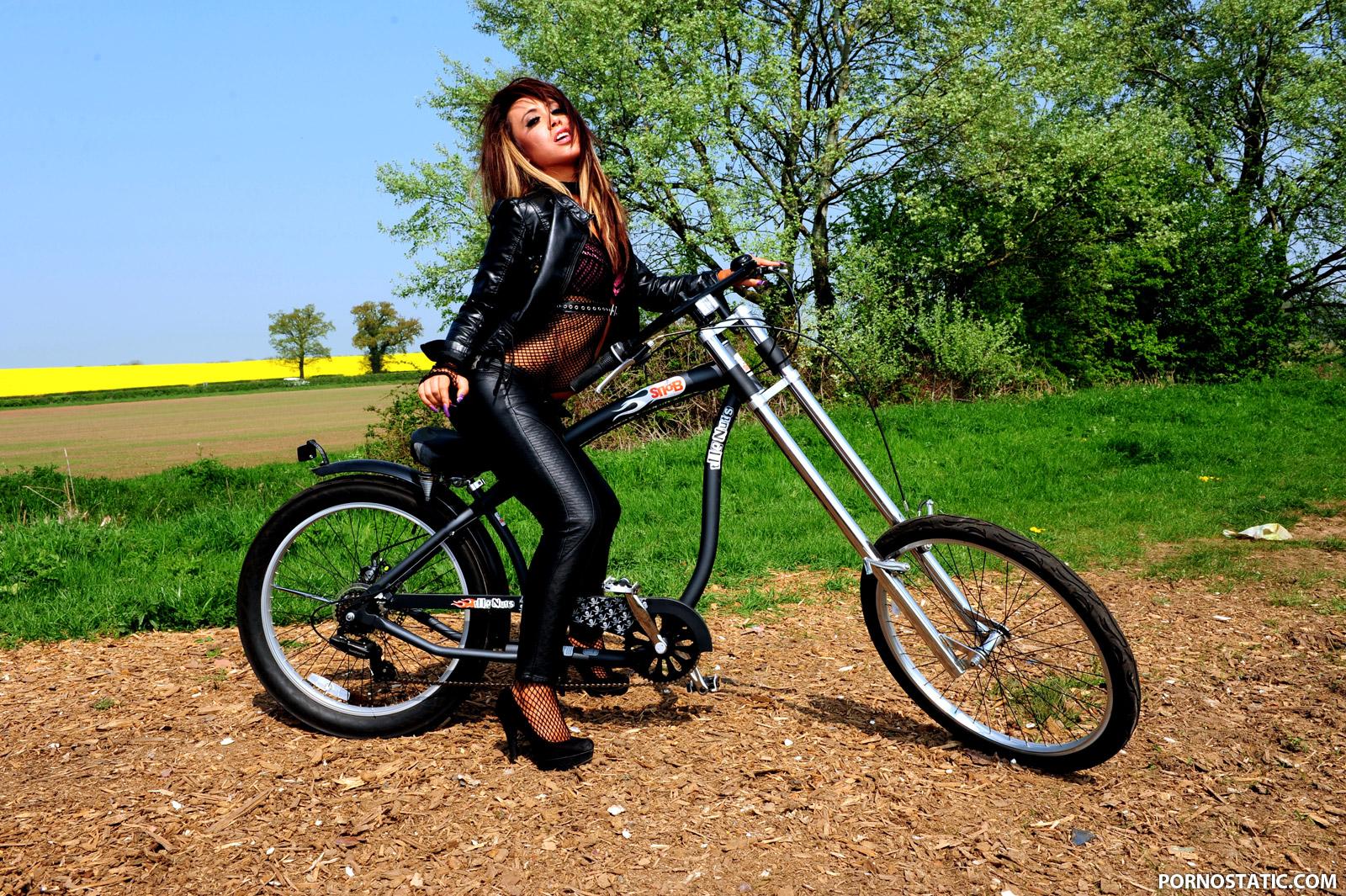 Hanna Shaw - Ride The Bitch Hard