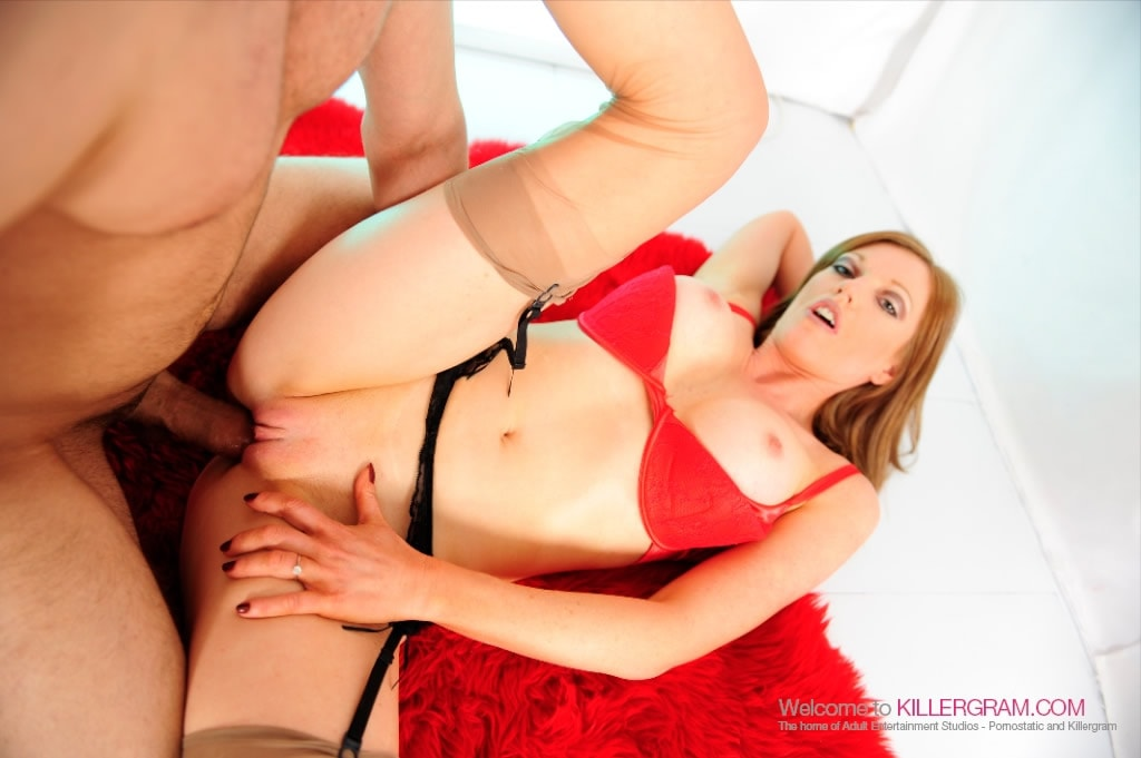 Holly XX - Red Hot In Nylons