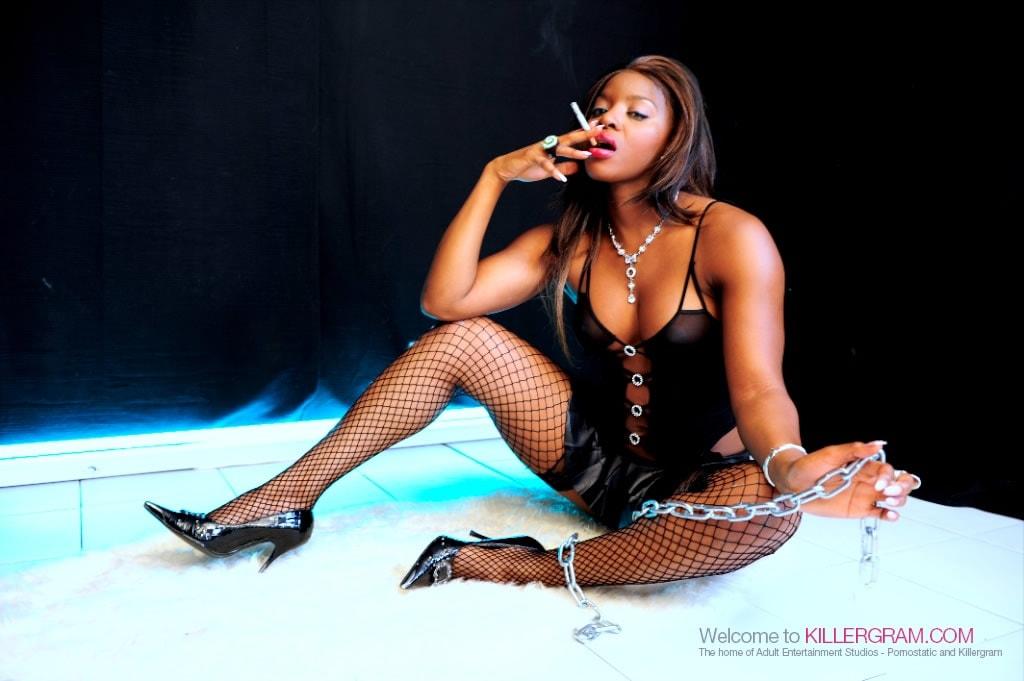 Jasmine Webb - The Ebony Chain Smoker