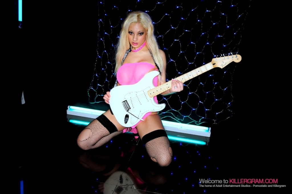Katie Amari - The Hot Rock Chick