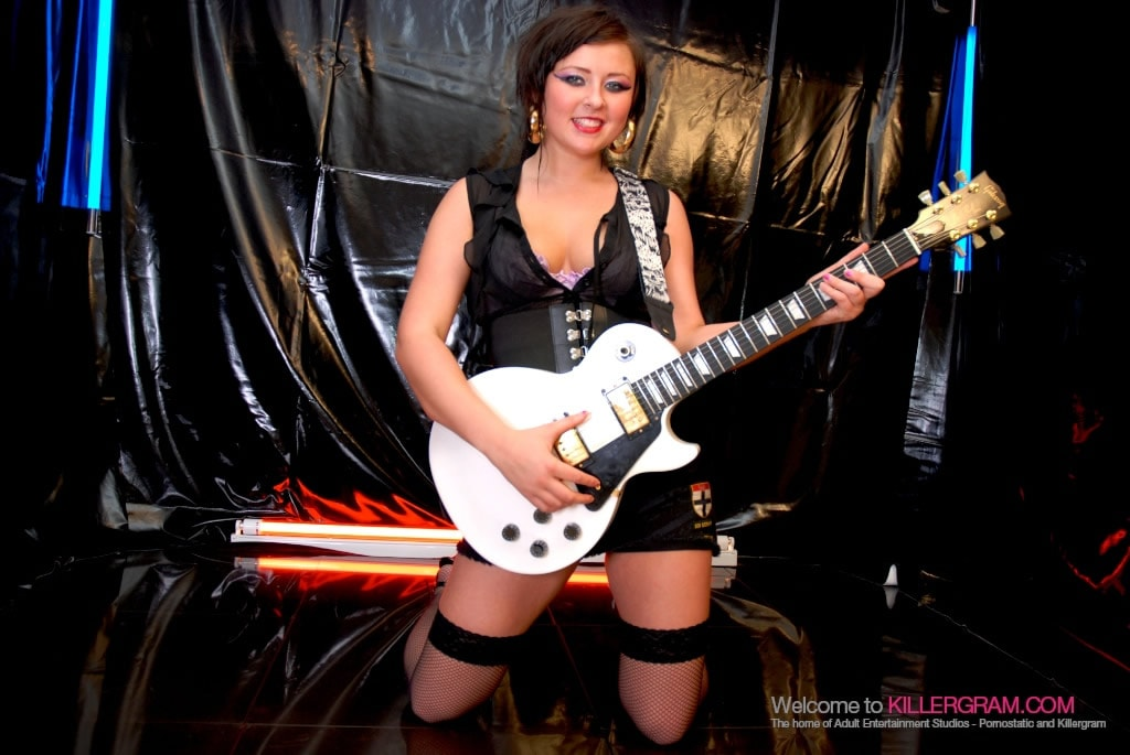 Lena Leigh - A Full On Rock Chick