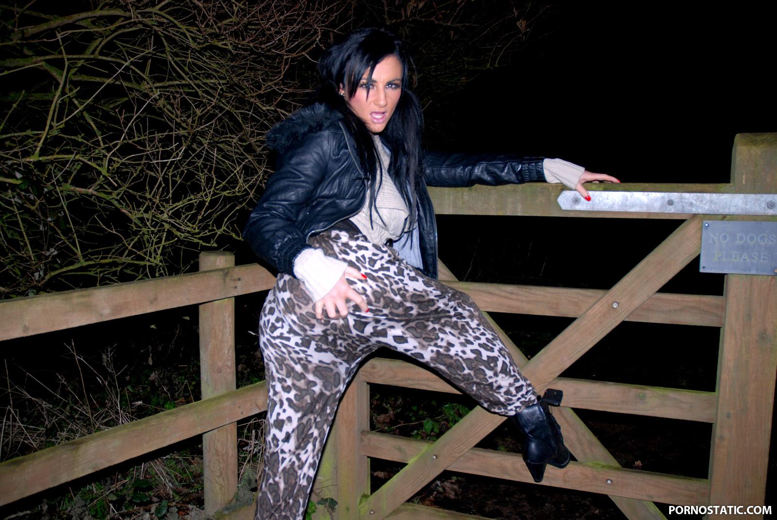 Lexy Ward - A Dogging Bukkake