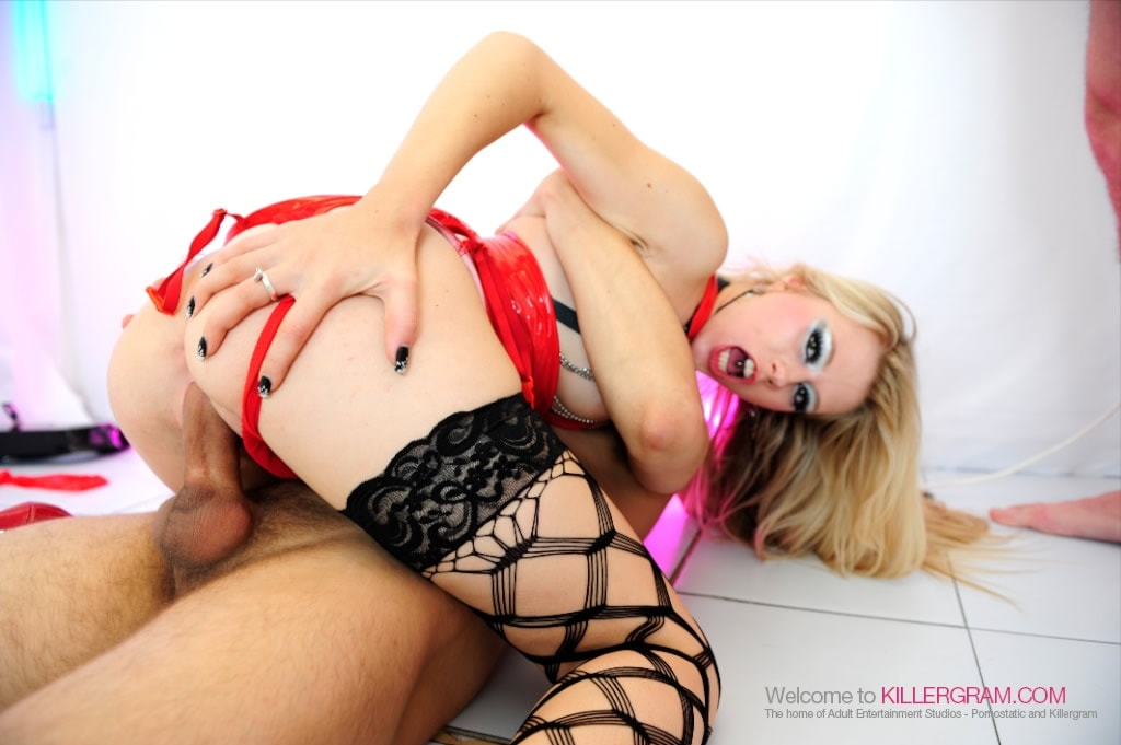Michelle Moist - All Tied Up