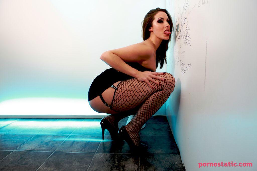 Paige Turnah - Glory Hole Cuckold