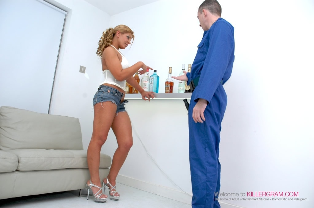 Rio Mariah - She Needs Hard Wood