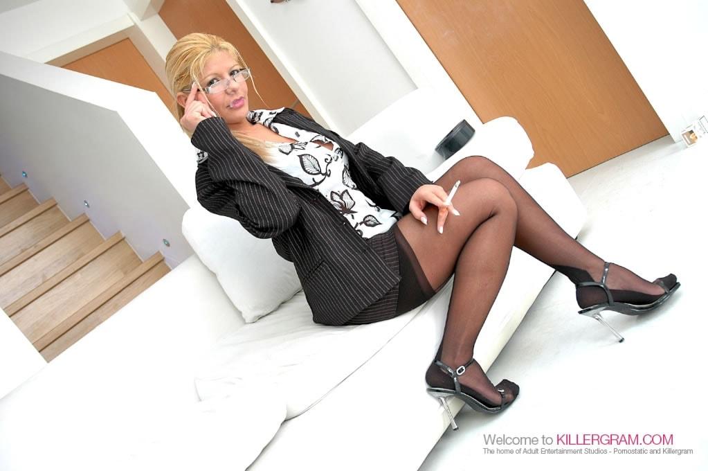 Rio Mariah - You Deserve A Bonus Miss Mariah