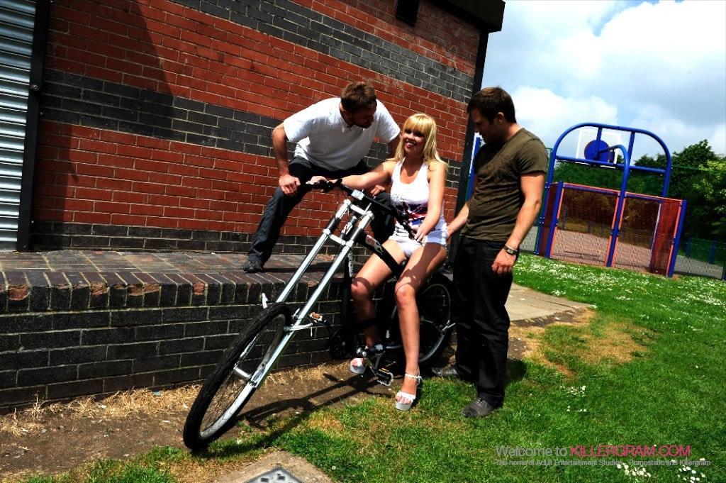 Scarlet Lovatt - British Blonde Rider