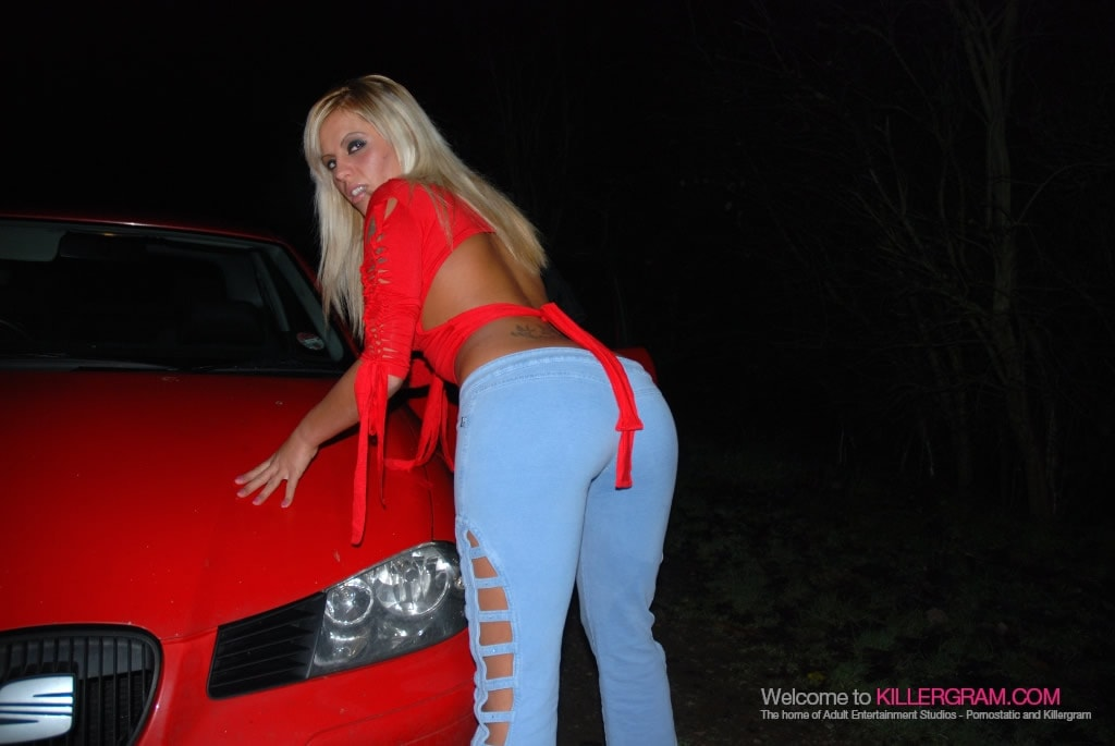 Scarlett March - Simply Loves Dogging