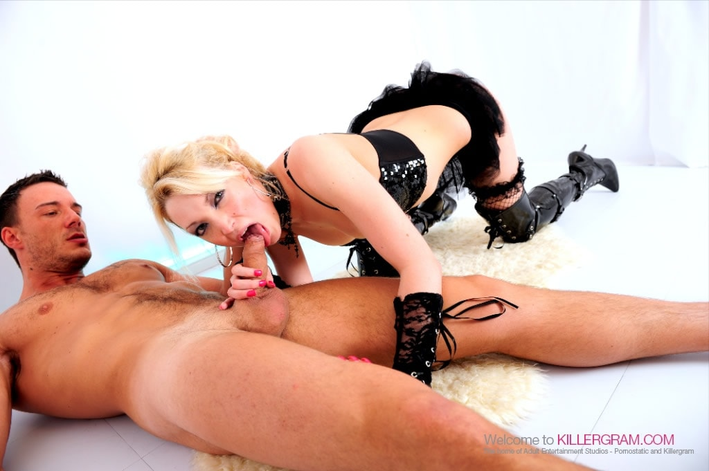 Tamara Grace - A Hot Blonde Rocker