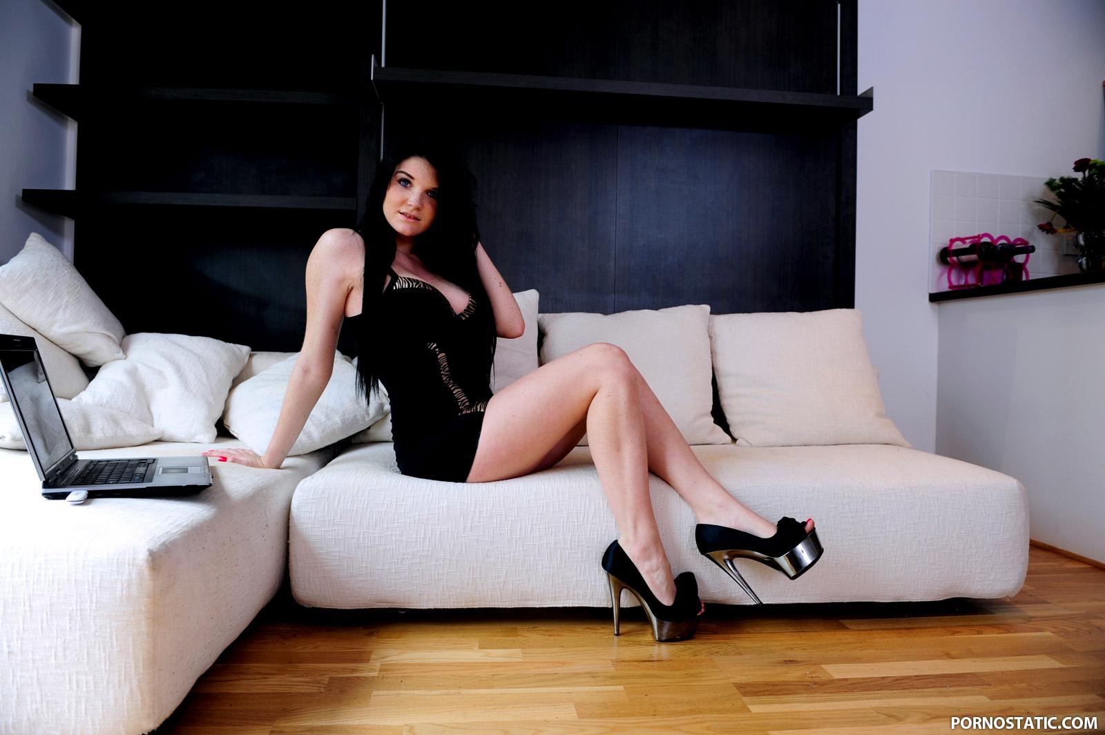 Tessa Thrills - At Home With Tessa