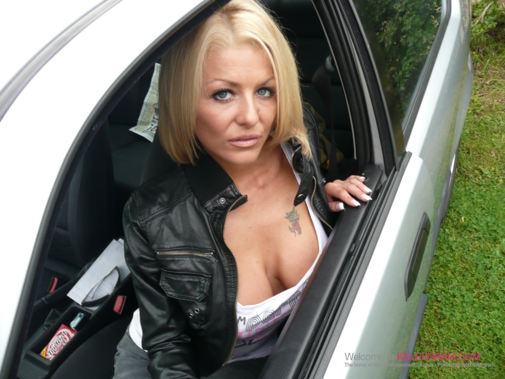 Tia Layne - A Stunning Dogging Mission