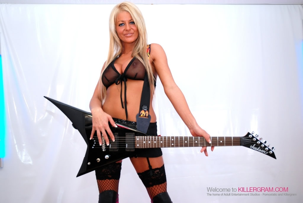 Tia Layne - Rock Chick Perfection