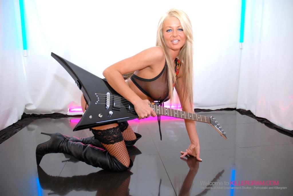 Tia Layne - Rock Chick Perfection