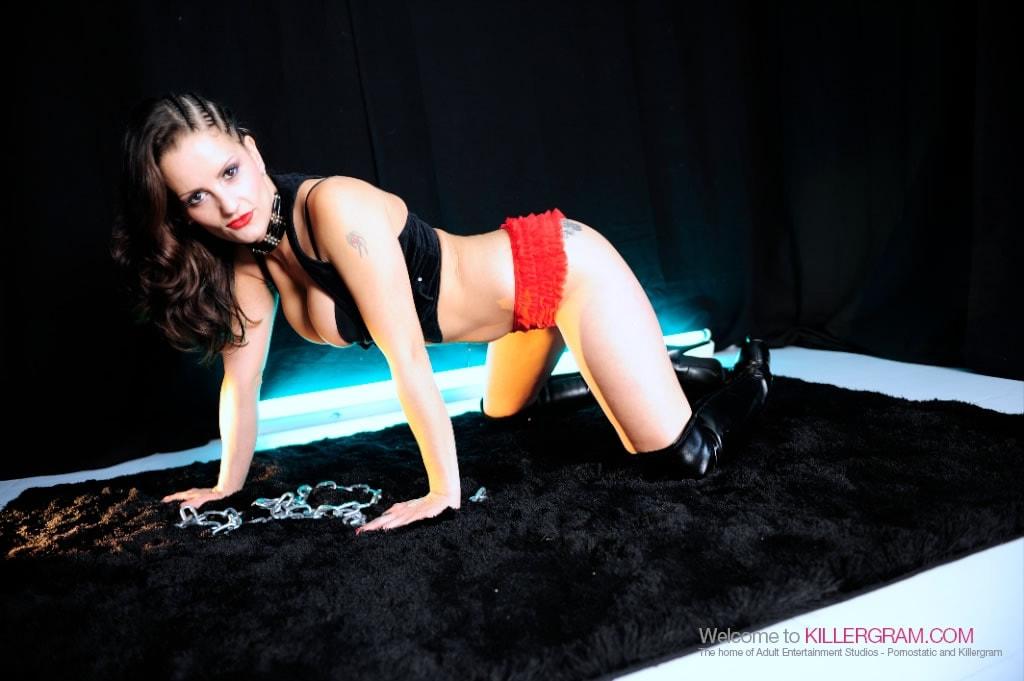 Valentina Cruz - Smoking Hot Honey