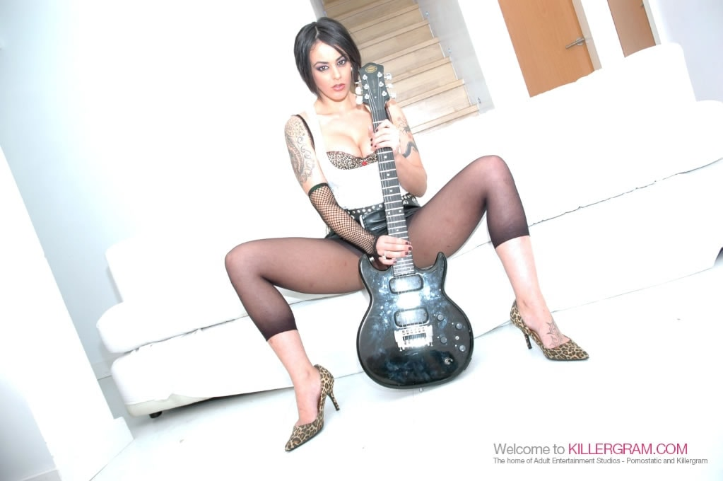 Victoria Brown - A Rock Hard DP Session